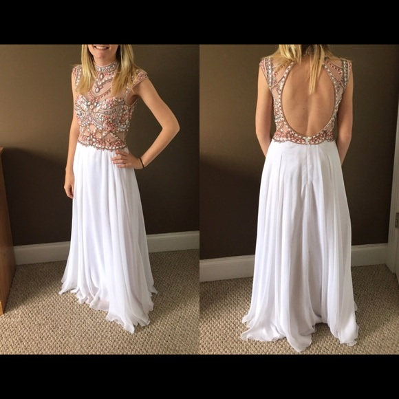 White Formal/Prom Dress. Size 2 fits like 0
